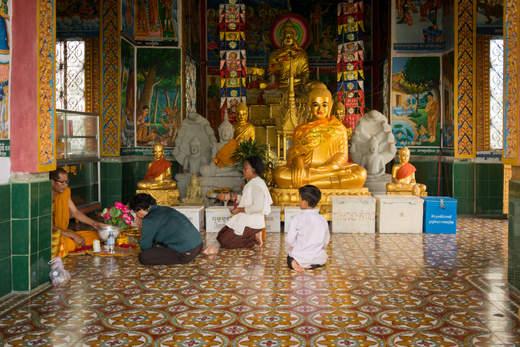 W świątyni Phnom Sampeau