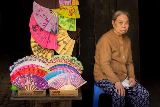 Sprzedając Wachlarze, Hanoi