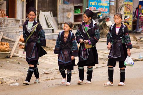 Kobiety w strojach Hmong, Sapa