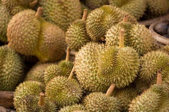 Durian na targu w Kratie