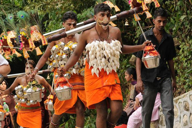 Niosąc Kavadi podczas Thaipusam