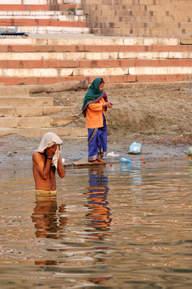 Kąpiel w świętym Gangesie, Waranasi