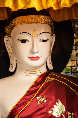 Posąg Buddy w świątyni Shwedagon Pagoda, Rangun