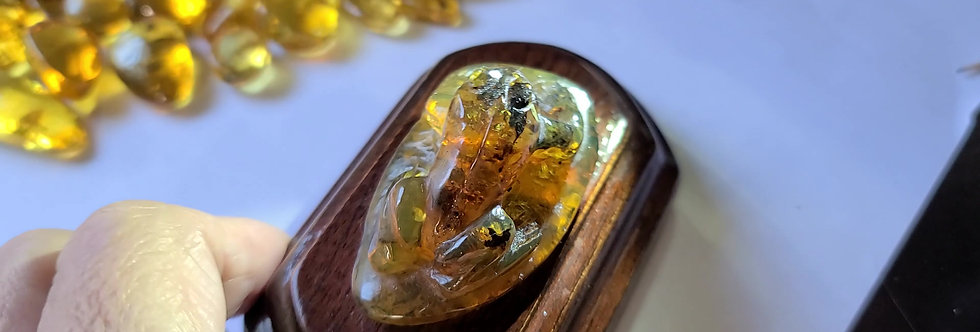 BEAUTIFUL Amber Frog, Hand carved.