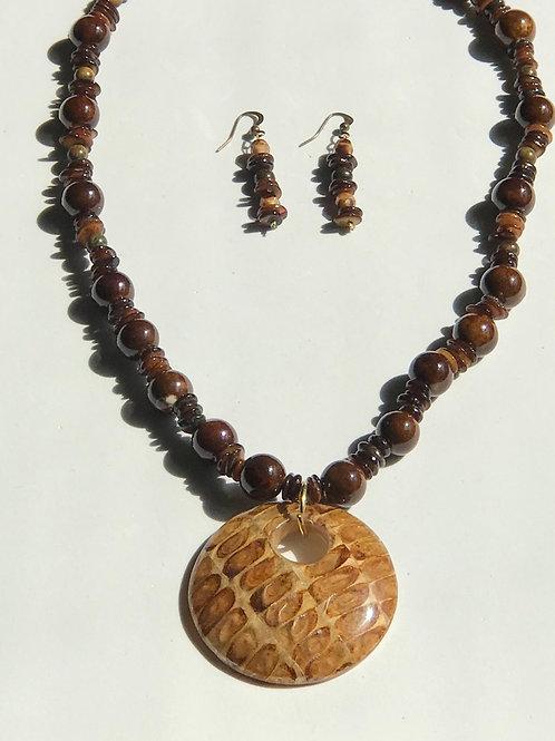 Wood & Epil Leaf Necklace Set