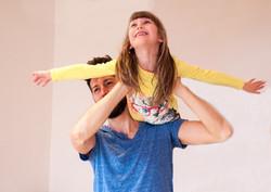 Szülő-gyermek akrobatika