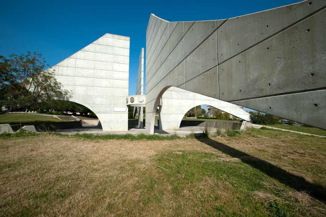 1997--Adana-Çukurova-Üniversitesi-Bilim-Kültür-Sanat-Anıtı_3