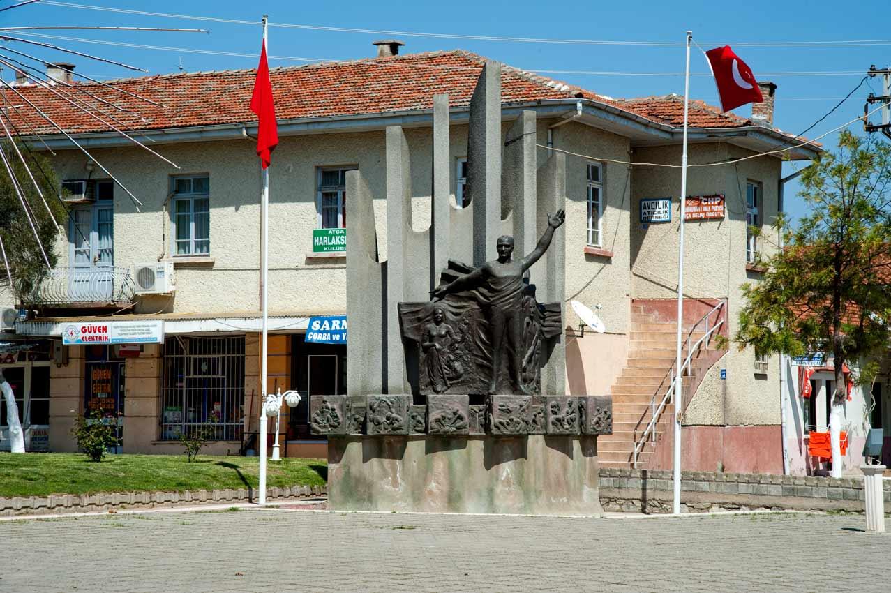 1974-Atça-Atatürk-Anıtı