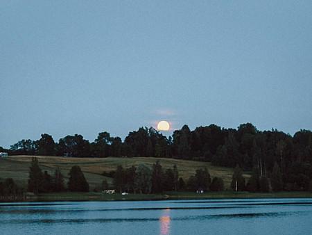 """""""Pilnmēness uz ezera"""" ar Raimondu Zommeru"""