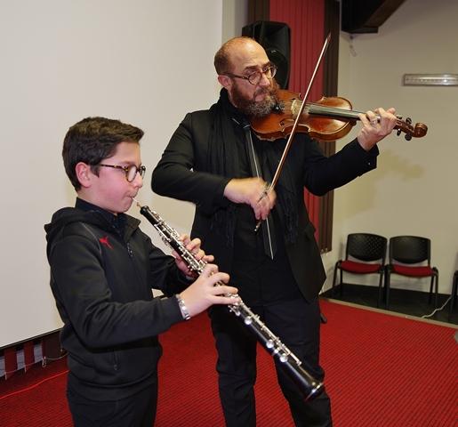 Prove prima del concerto. Carlo Mistretta e il prof. Luigi Amico