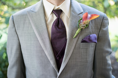 Groom's suite tie and boutonniere