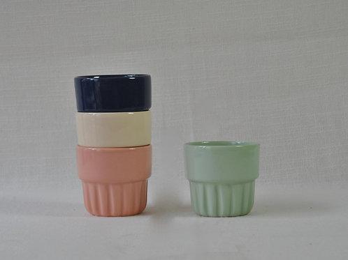 Taza apilable en diferentes colores