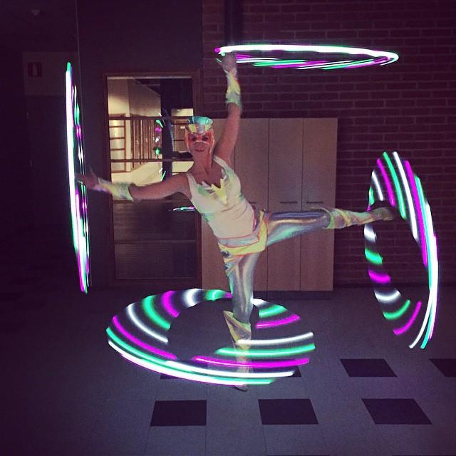 Tämmöstä oli tänään #glow #show #hoop #hoopersofinstagram #uv #flowarts #aftershow #UniFlowShows _un