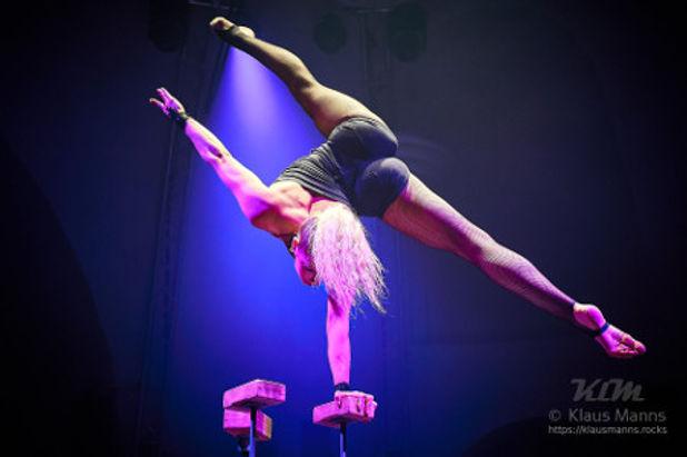 Handstand-show1.jpg