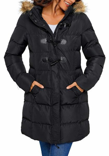 Front_view_of_model_wearing_black_hooded