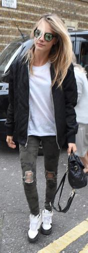 cara-delevingne-hudson-camo-jeans-3.jpg
