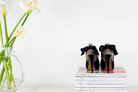 Shoes-flowers-and-magazines-photography.