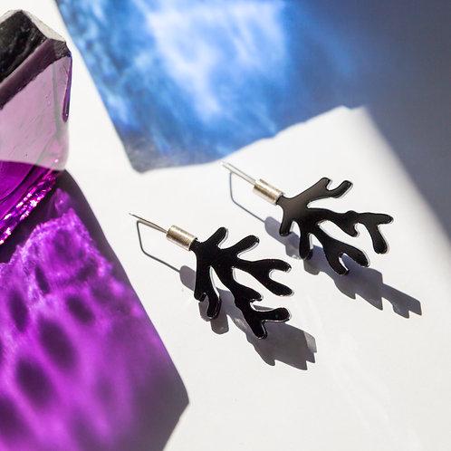 Kolczyki w kształcie wodorostów ze srebra i czarnego szkła akrylowego