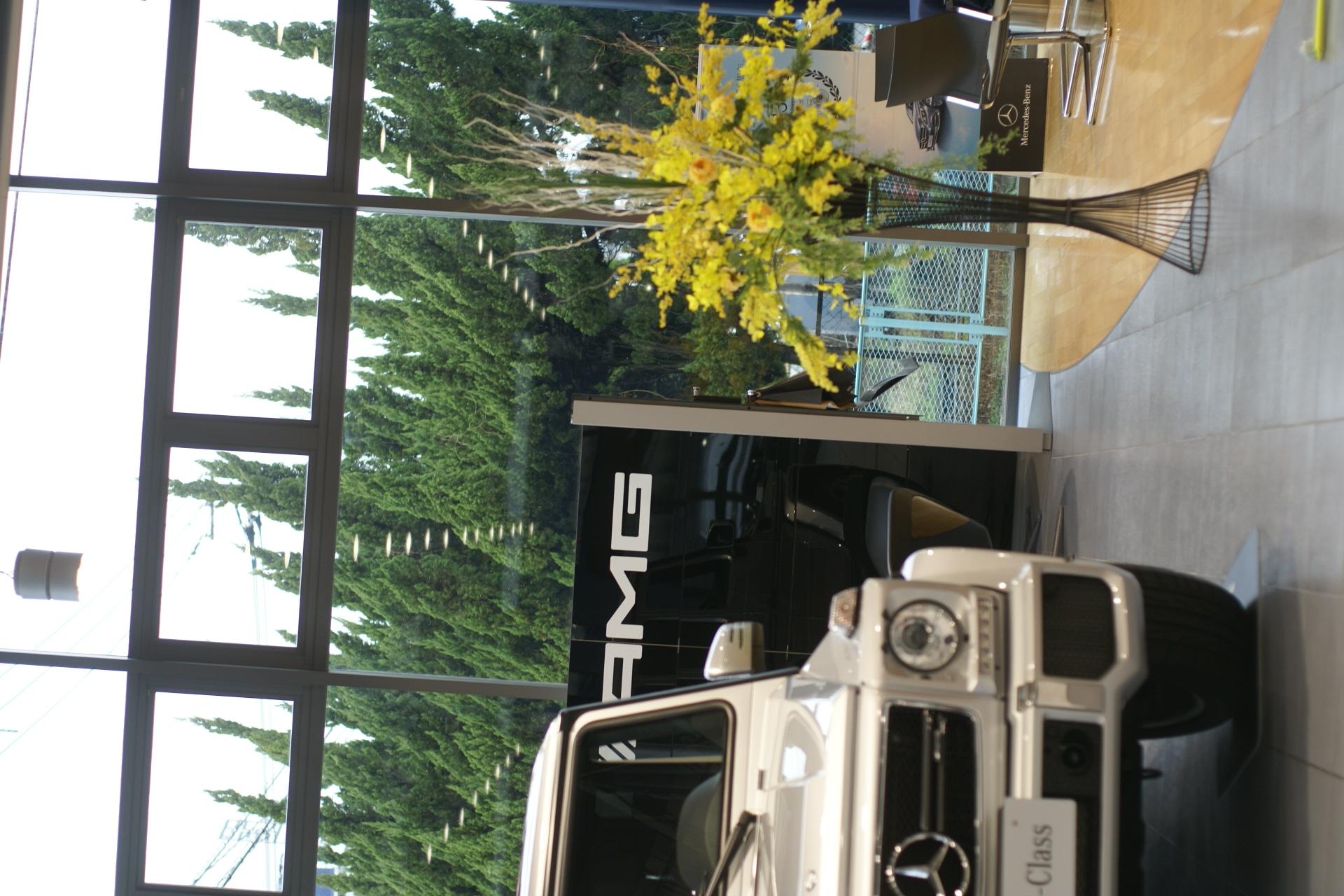 メルセデスベンツ板付様 ショールームの花