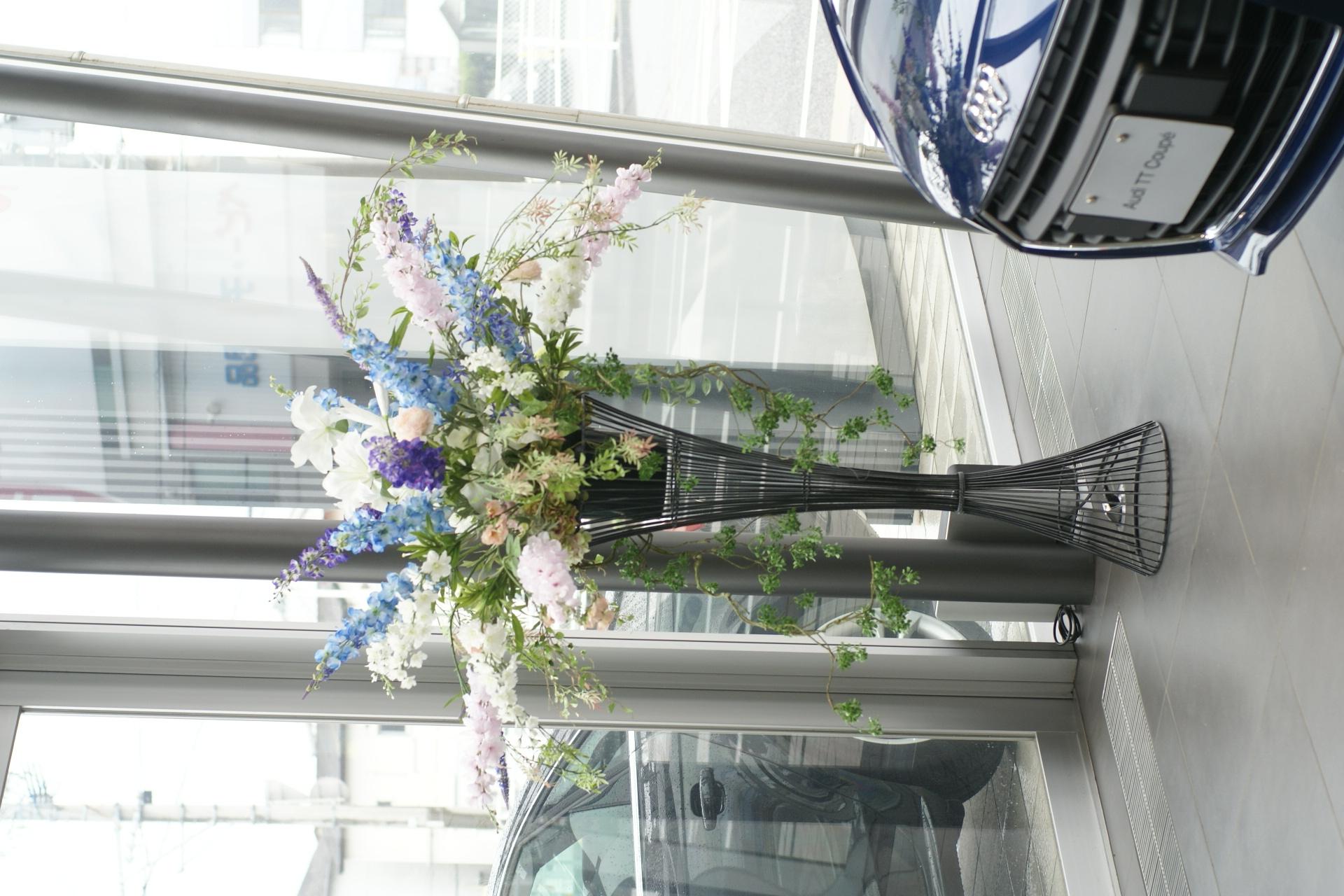 メルセデスベンツ博多板付様 ショールームの花