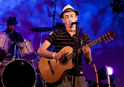 Franck Frechin, fondateur, chanteur et guitariste du groupe grailois Nadamas