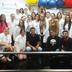 Manuseios e técnicas na semana acadêmica da Faculdade de Fisioterapia da FAG, Cascavel/PR.