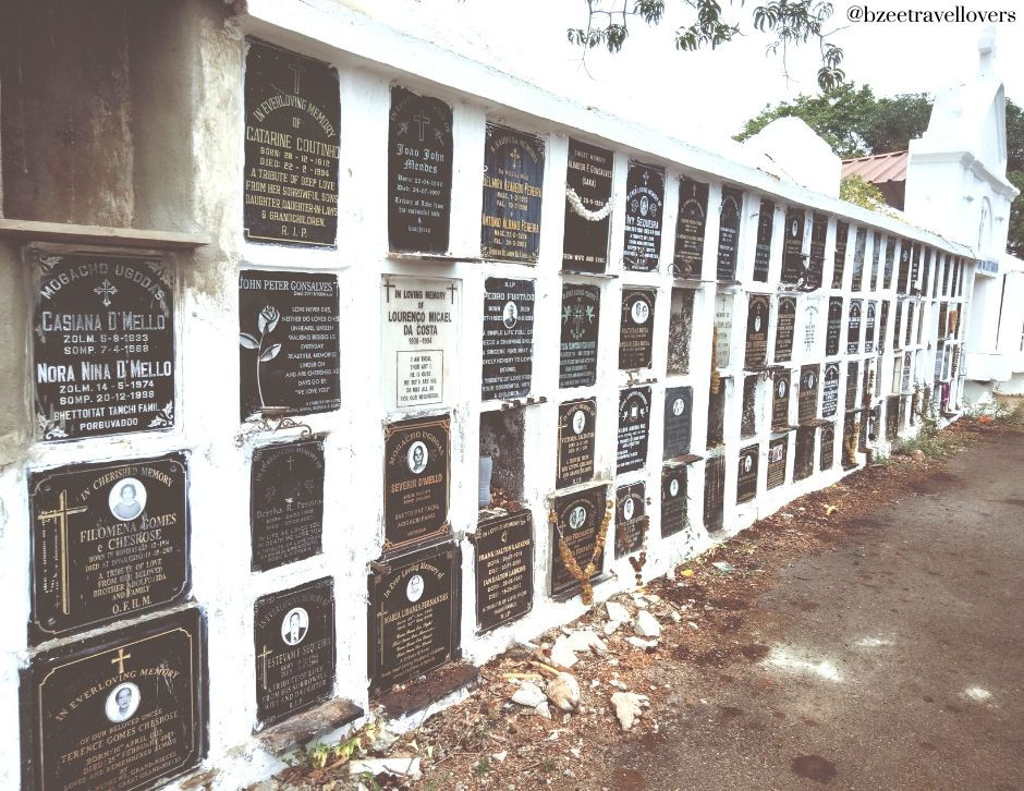 Graves in walls , Divar Island