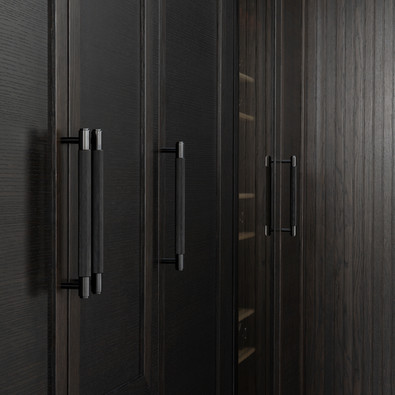 Pull bar Smoked bronze closet
