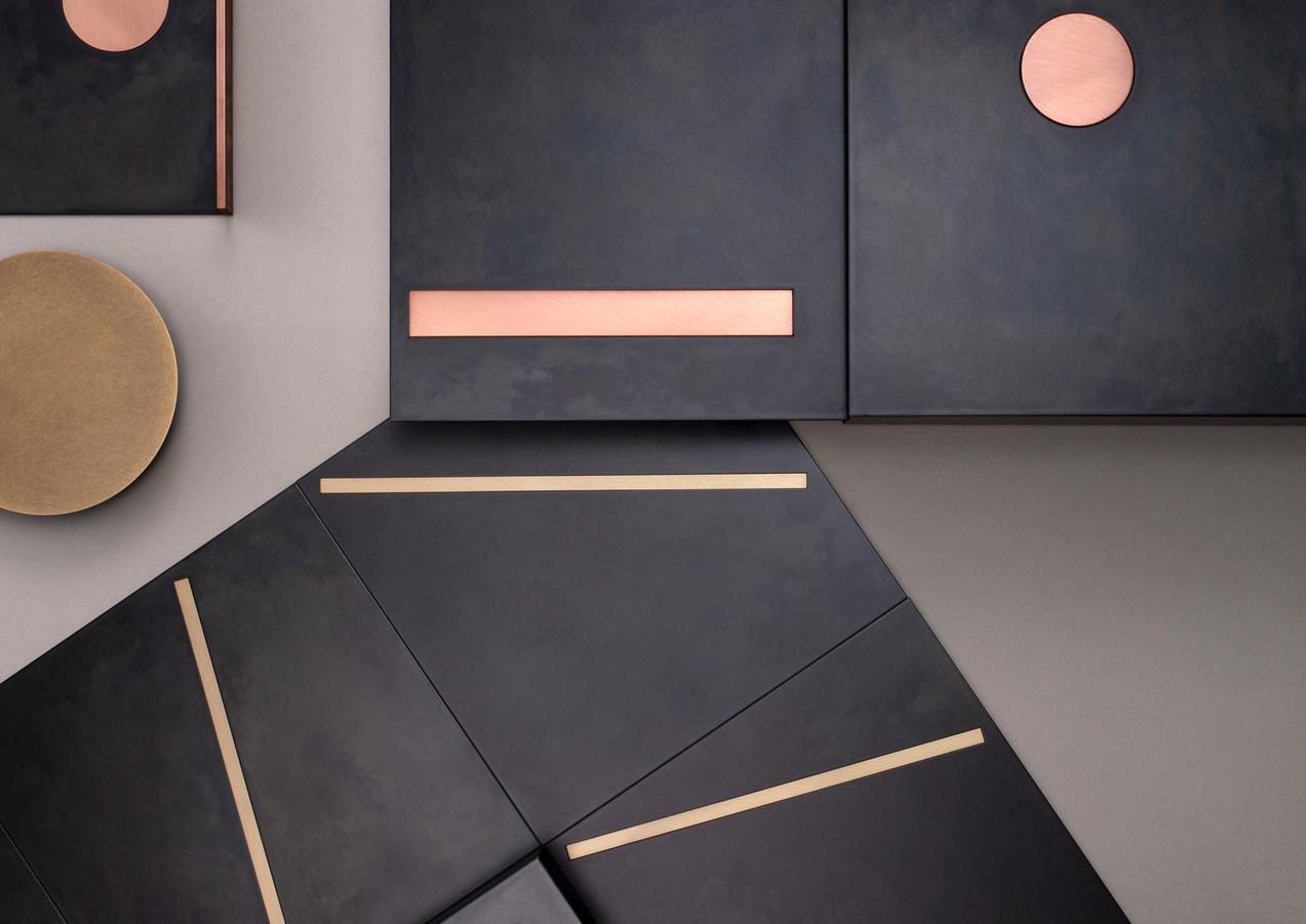 Yoko DeLabré natural black iron with copper and brass nserts - Design Leonardo Sonnoli