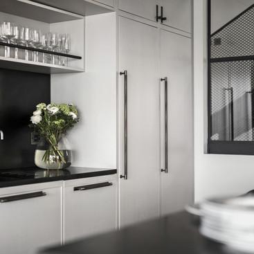 7. Closet-Bar_Smoked-Bronze_Lifestyle-2.