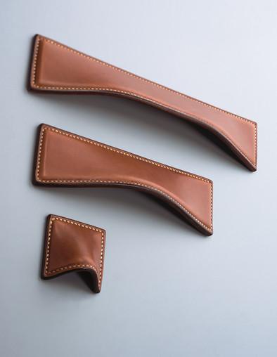 Savile cabinet handles Chestnut leather