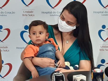 Bebê salvo pela PM após afogamento recebe alta do hospital