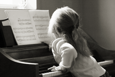 Kid-playing-Piano