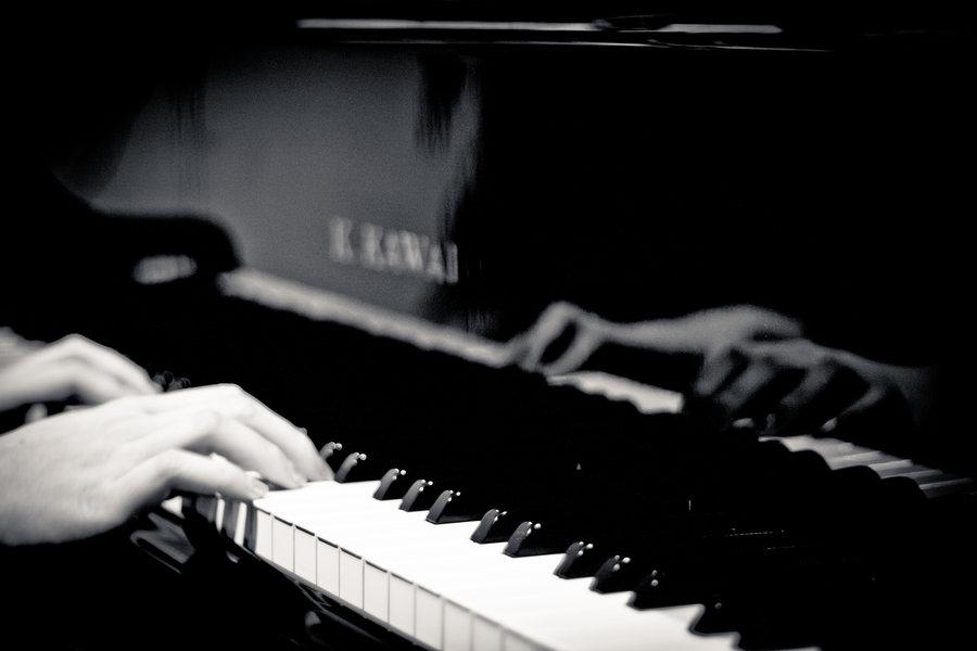 piano+fingers_edited