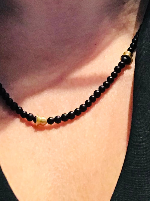 Yellow gold & onyx necklace