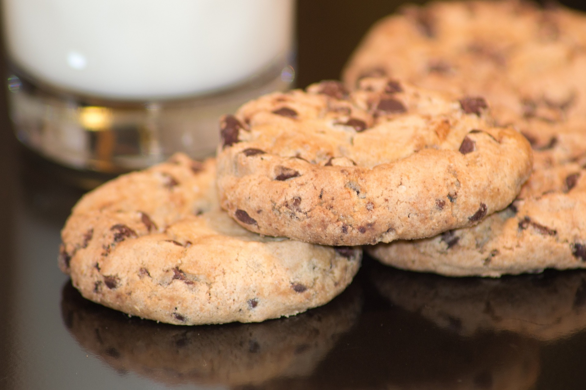 chocolate-chip-cookies-1236324_1920