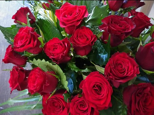 One love-single long stemmed red rose
