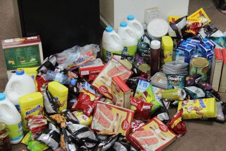 حجز وإتلاف كمية كبيرة من الحلويات والشكولاتة الفاسدة بسطات