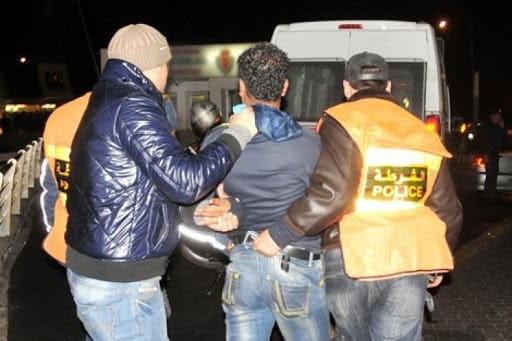 فاس .. مقدما شرطة يضطران لاستعمال أسلحتهما الوظيفية لتوقيف ثمانية أشخاص عرضوا المواطنين للخطر