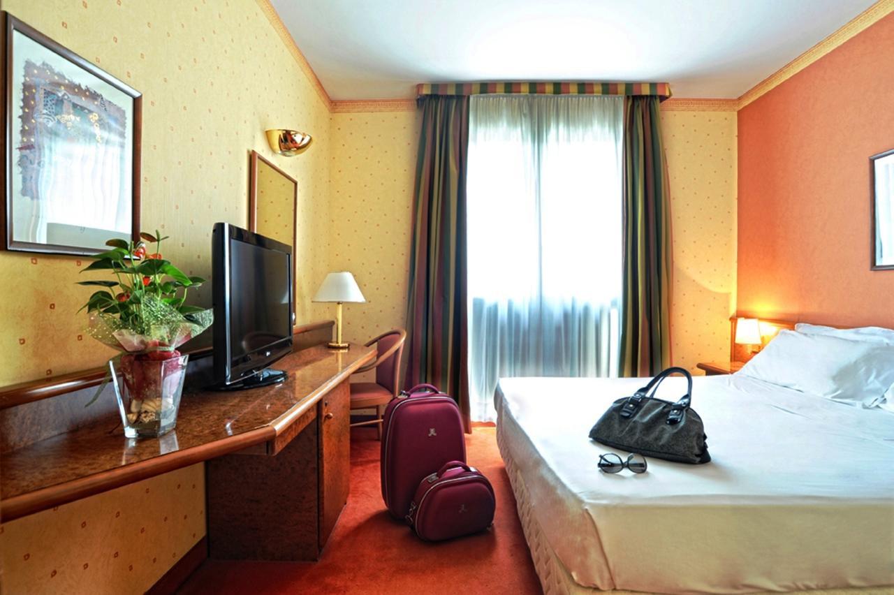 camera meditur hotel pisa.jpg