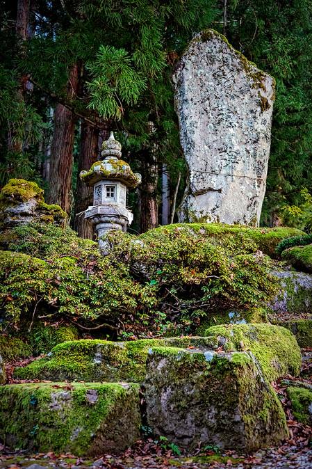 Ishi wo taten koto; The Art of Setting Stone