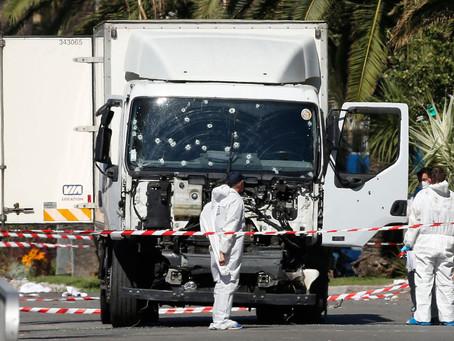 Et la terreur frappa à nouveau la France...