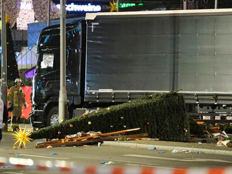 Un camion fonce dans le marché de Noël de Berlin : les premières informations
