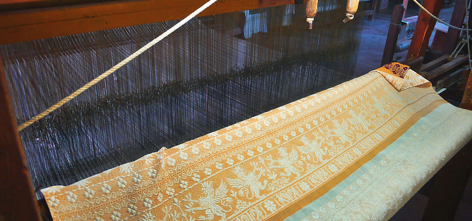 hand weaving loom Perugia Tour griffins.