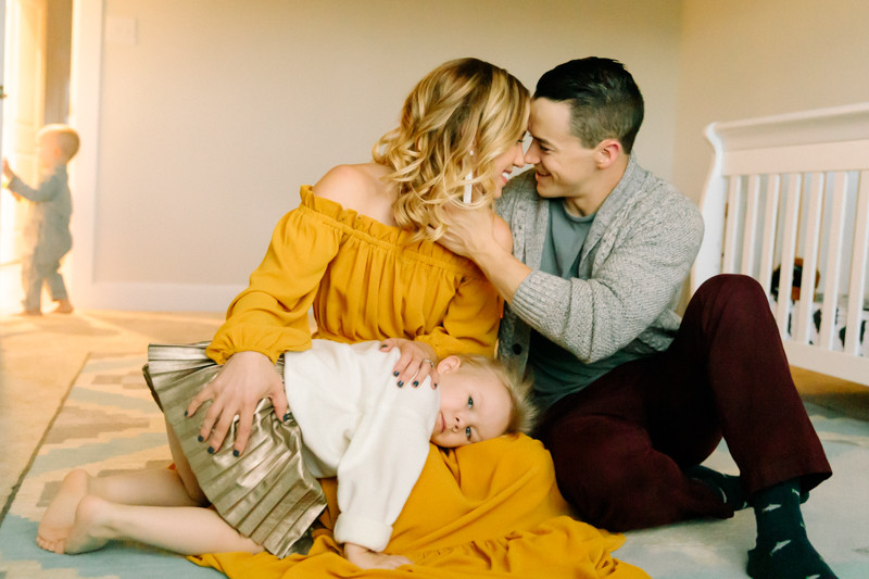 Cozy in-home family session Lee Ann K Photography