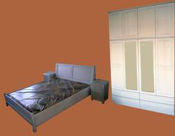 Бяла спалня с шкафчета и гардероб