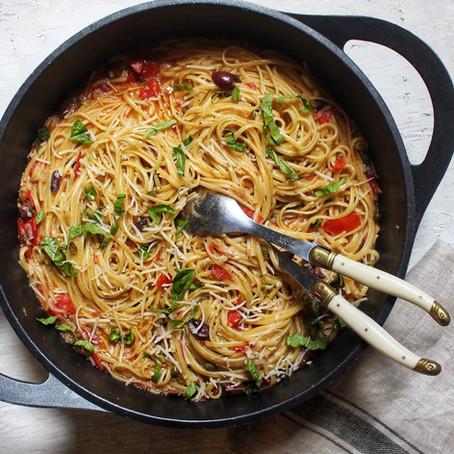 """""""One pot pasta"""" aux tomates, aux olives Kalamata et aux câpres"""