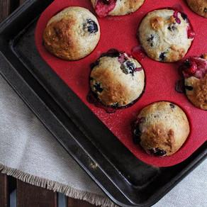 Muffins fruités dans un bol