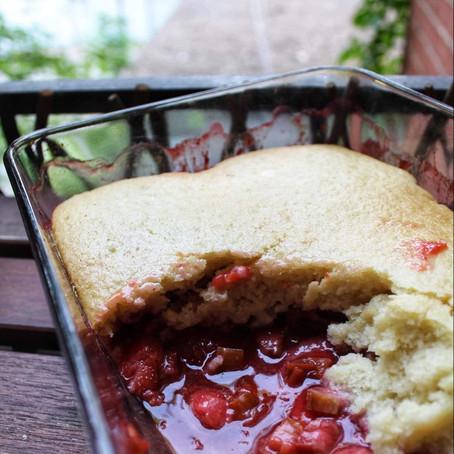Pudding à la rhubarbe et aux fraises