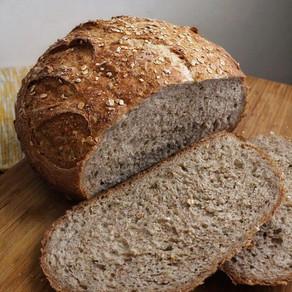 Pain de blé aux grains